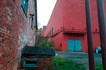 Восстановление кирпичной кладки стен промышленного здания с последующей покраской